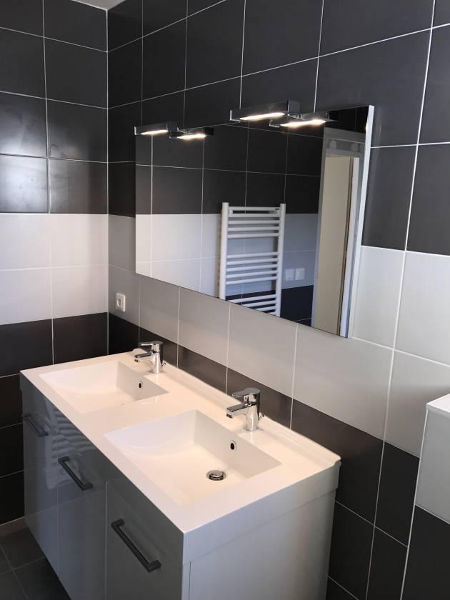 Carrelage salle de bain sol et mur les for Idee pose carrelage mural salle de bain